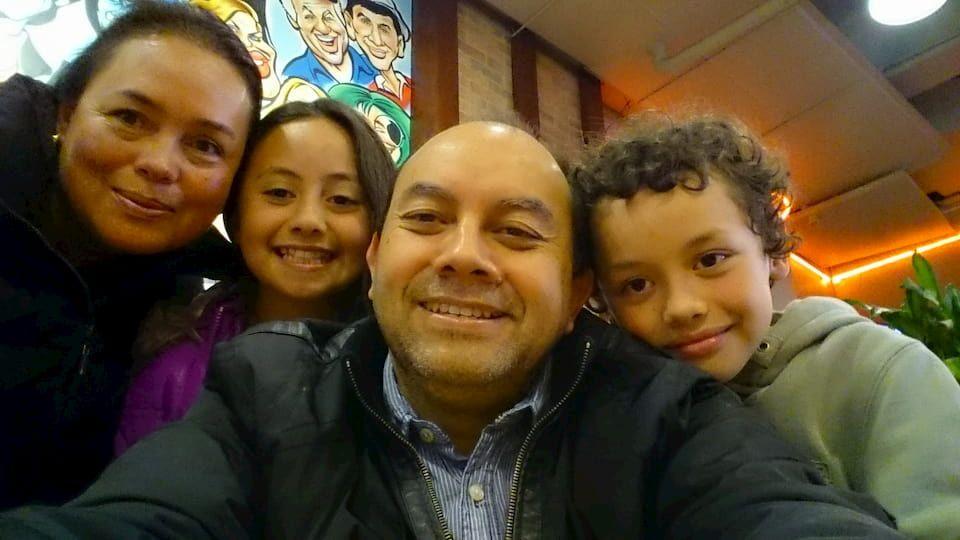Carlos Hurtado y familia